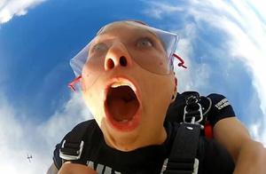"""跳伞哈哈镜:美国女孩跳伞初体验遇囧,""""没齿""""难忘"""