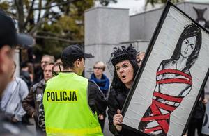 波兰堕胎恐入罪 万人上街抗议