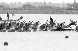 湖南省第三届群众性龙舟赛举行 冠军队年龄最小选手16岁