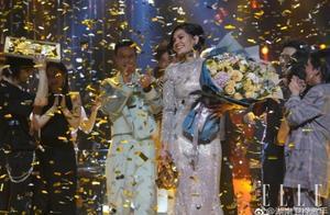 """《歌手》总决赛被吐槽""""车祸现场"""",稳定发挥的张韶涵却被裙子抢了镜……"""