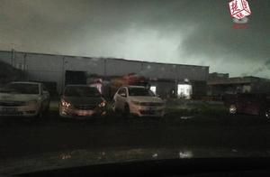 黑云、雷电、暴雨,末日大片即视感!1小时豪泼出一天的大雨量!出门注意防雷防电