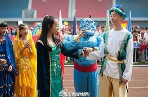会玩儿!杭州一中学运动会开幕式玩穿越,这真的只是场运动会!