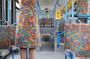 与公交车座椅撞衫是怎样一种体验