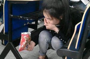 美女偷吃要记得擦干净嘴,马蓉告诉我们最好不要偷吃呀!