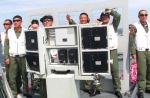 毫不起眼,海军辽宁舰上一装置帮助歼15舰载机飞行员准确地着舰