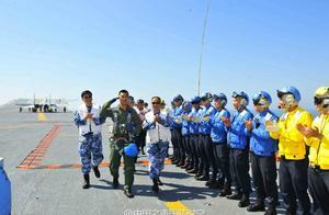 航母战斗力得到进一提高,中国海军辽宁舰迎来新一批舰载机飞行员