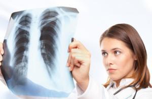 4大动作自测肺部健康!老烟枪能占2个,恭喜你,你的肺还不错