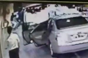 内地富豪钱峰雷香港被砍现场曝光:3凶徒持刀冲下车伤人,10秒后逃离现场