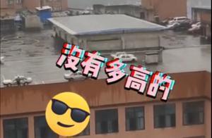 魔幻过了头!重庆一驾校建在7层楼顶,网友:活下来的才能考证吗