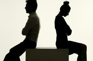 要不要查老公手机?婚姻里的战略性行动,请一定三思后行