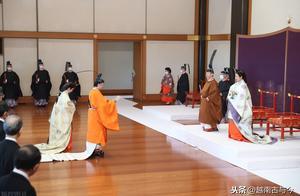 日本立皇太弟仪式:皇室穿唐式服饰,德仁天皇赐给储君黄袍和宝剑