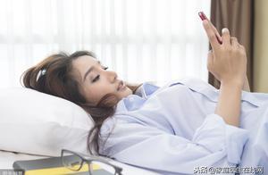 """熄灯玩手机,除了伤眼睛,另外2个危害也在前面""""等着"""""""