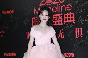 李沁一袭粉色娇嫩公主裙现身红毯,在逃公主本人了