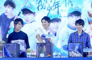 TFBOYS里的王源已经满20岁了 第一天网友就是叫哥哥了