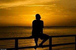 孤独就是全世界的热闹都与我无关