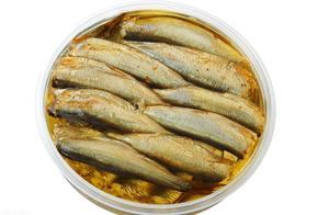 鲱鱼罐头那么臭,原来瑞典人都这么吃,网友:看着还有点诱人