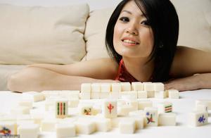 都说牌品看人品,打麻将也需谨慎!因为三场麻将,情侣不和分手