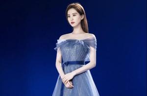刘诗诗穿蓝色星空裙显优雅!被指动图不如静态,太绷着不自然?