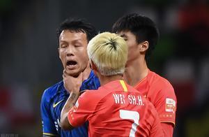 天津日报:韦世豪逃过了一张红牌