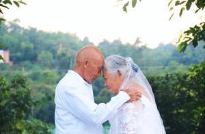 丈夫去世后,56岁阿姨跳广场舞搭上帅气大爷,100万被骗光