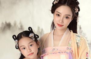 贾乃亮李小璐先后为8岁甜馨庆生,文案还重合,网友喊话二人复婚