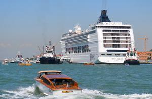意大利北部威尼斯两船相撞 至少两人受伤