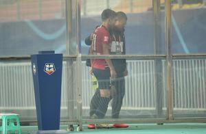媒体人李璇:杨旭刚上场后就已骨折,受伤并非吴庆造成
