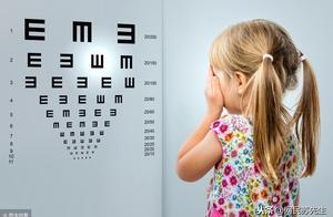 两岁小孩双眼近视高达2900度!眼球发育中小孩的视力问题不容忽视