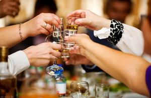 年底了,拒酒技巧你了解多少?