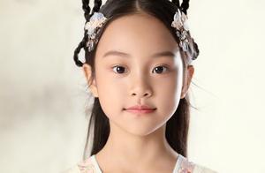 8岁甜馨逆袭成真颜霸!穿旗袍仙气十足,成绩优异更是隐藏的学霸