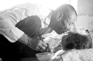 儿子15参军,时隔71年重逢,106岁母亲再见他当晚笑着离世