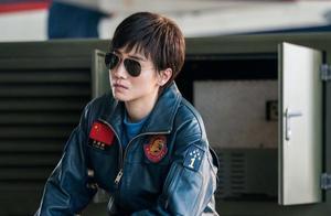 我和我的祖国之护航:宋佳展现女飞行员英姿,佟丽娅雷佳音不同框