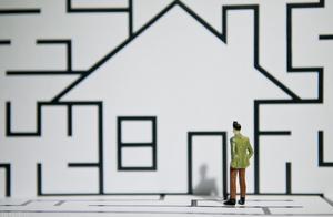 长租公寓频频爆雷下,年轻人该趁早买房吗?