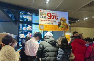好消息!麦当劳今日上线0元汉堡,线下店铺大排长龙