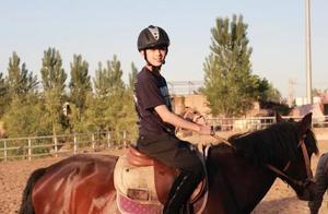 """吴磊男大18变,晒10年前后骑马照,终于懂为啥叫他""""小胡歌"""""""