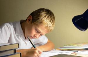 """孩子一学就犯困?这是""""选择精力症"""",用这4步来攻克"""