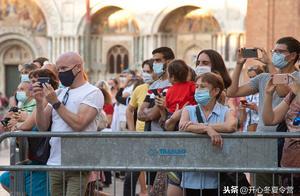 跨年夜时代广场VS武汉,外网称羡:真好比抗疫年报