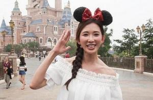同是米奇装,林志玲装嫩失败,赵丽颖30岁看着却像13岁!