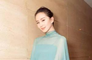 刘诗诗穿蓝色薄纱裙美出天际,被问怀孕计划尴尬回避!