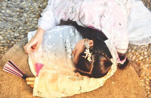 故事:她任务失手,意外穿越到楚家废物嫡女身上,刚醒就被抽打