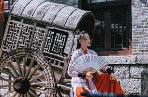 小说:她嫁给安王的那天,妹妹穿着一身红衣闯进王府,想成为侧妃