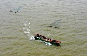 浙江舟山一渔船失联 10名船员下落不明