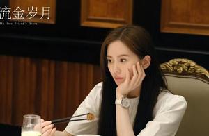 刘诗诗穿大牌拍戏排场足!演大小姐本色出演,长发披肩更年轻了