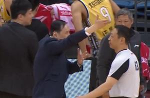 火大!北控主帅张德贵连续两轮对裁判不满发飙 这一次裁判有点冤
