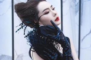 戚薇黑皇后造型绝美!暗黑御姐范十足,各种风格都能轻松驾驭