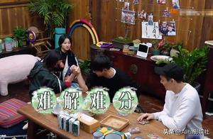 彭昱畅和张钧甯扳手腕,谁注意到他手指的位置?人品一目了然