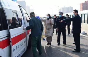 环卫工被撞,市长路过现场组织救援