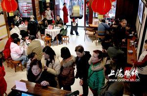 没有一个外地人能活过上海,因为上海吃啥都排队!吃啥都费劲!