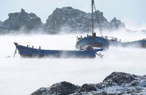 青岛海浪翻涌瞬间被冻住引热议 这些景观平时也难得一见