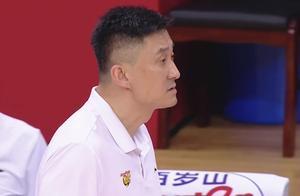 裁判抢戏针对广东!赵睿连吃两T惨遭驱逐想哭了,杜锋看着一脸懵